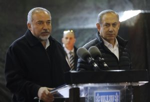 Israeli Prime Minister Benjamin Netanyahu (R) and Defence Minister Avigdor Lieberman speak during a press conference at the army division headquarters in the settlement of Bet El, north of Ramallah in the occupied West Bank, on January 10, 2017. / AFP PHOTO / MENAHEM KAHANA
