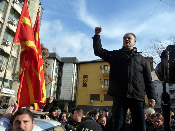 Opposition leader calls for early parliamentary election in Macedonia