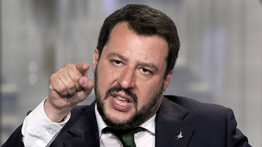 Salvini Promises to Seal Off the Ports if 670 Immigrants Won't Be Relocated From Italy