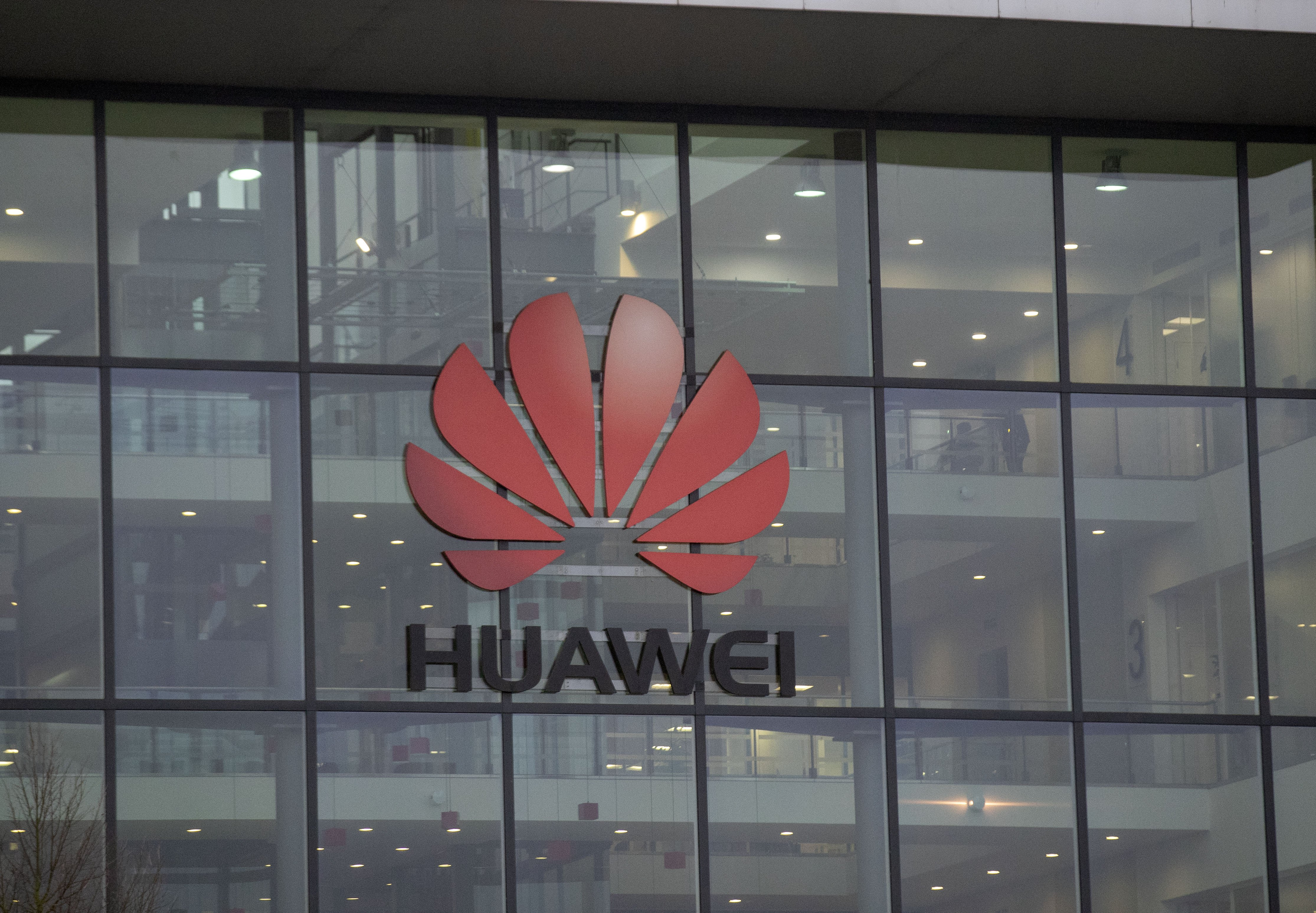 UK Cabinet Ministers to Hand Over Mobile Phones in Huawei Leak Inquiry