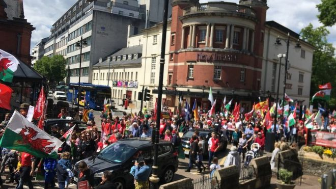 Hundreds join Welsh independence rally