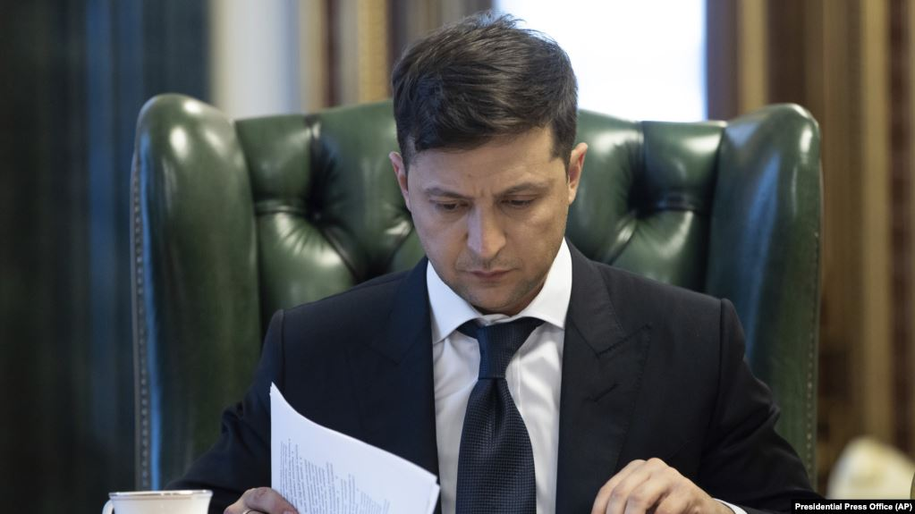 Zelensky urges Ukraine's police not to use force against political protesters