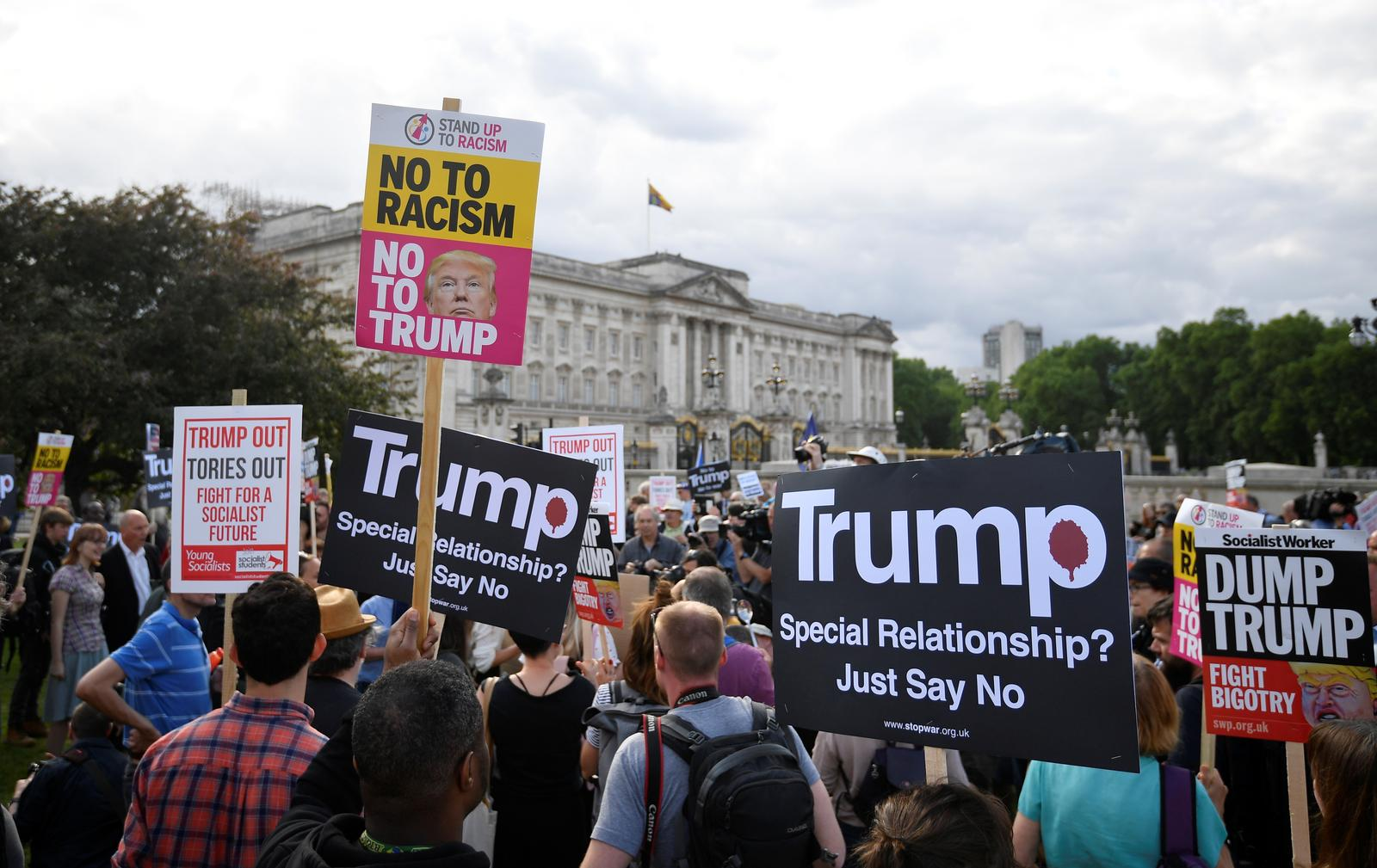 Trump turns to Brexit and Huawei as protests planned in London
