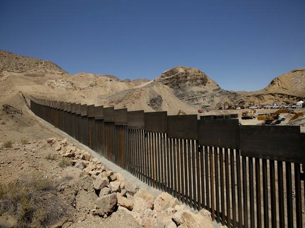 Mexico to restore two immigration stations on US border