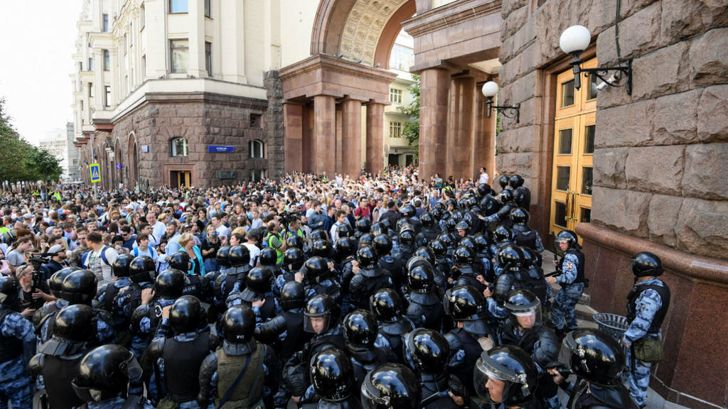 Hundreds arrested at Moscow election protest