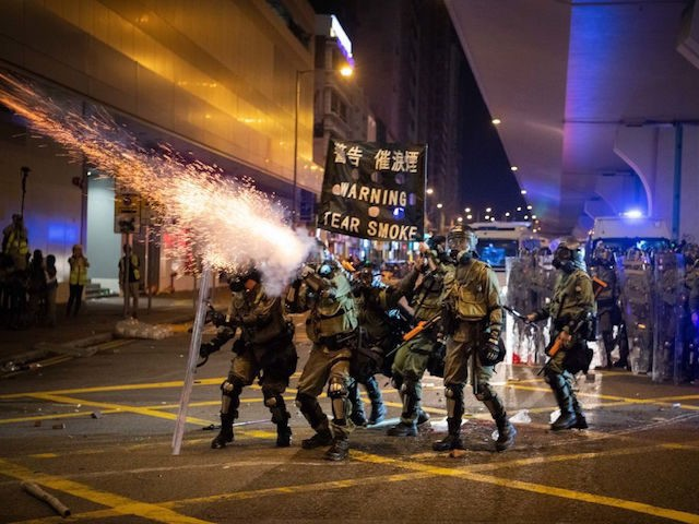 Hong Kong Police Attack Protesters, Journalists with Tear Gas in Chaotic Weekend