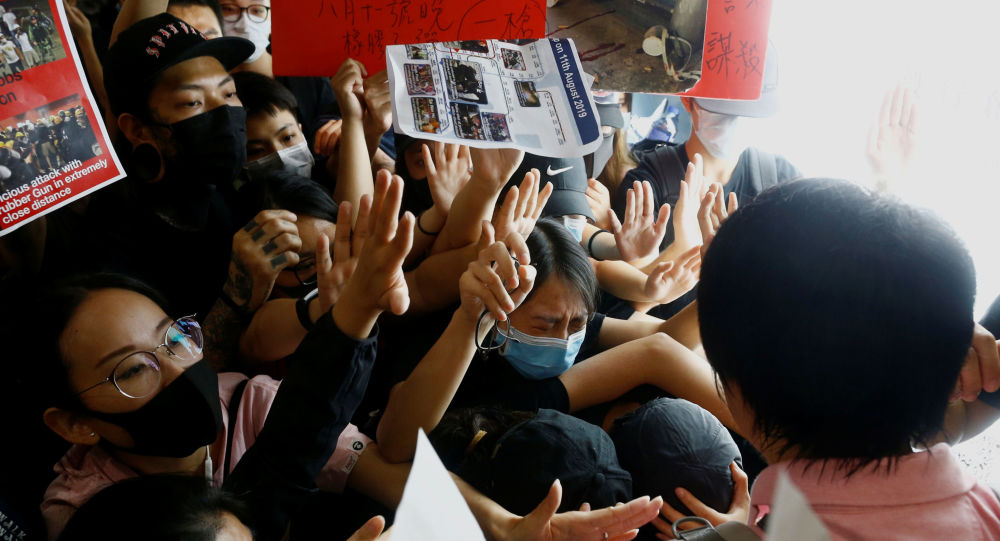 Anti-Gov't Protesters Return to Hong Kong Airport Day After All Flights Cancelled