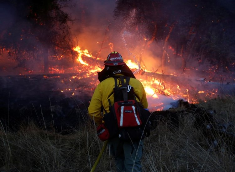 Massive Fire Destroys 2,000 Acres of French Forest, Challenges 500 Firefighters