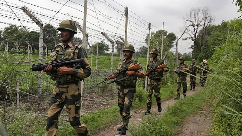 Indian, Pakistani Military Exchange Heavy Fire Along LoC in Kashmir, 10 Reported Dead