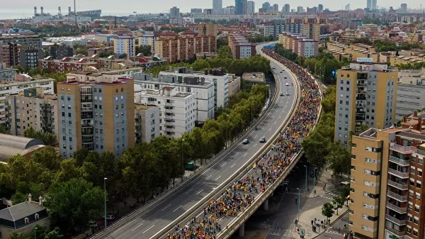 Catalan police have launched a crackdown on radicals, blocking the route with France