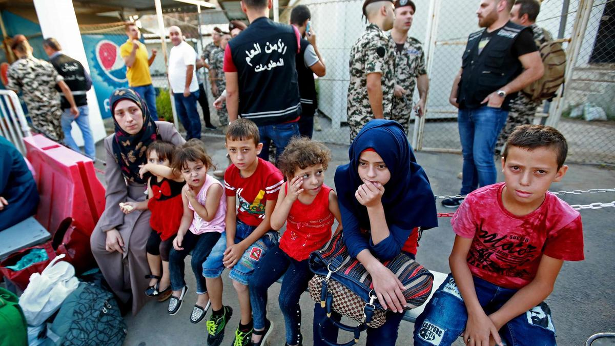 More than 810 refugees from Lebanon and Jordan came back to Syria in 24 hours
