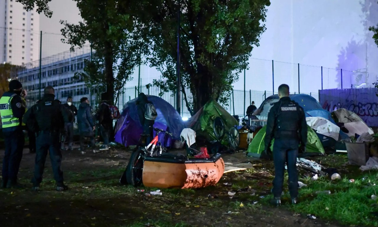 French police start clearing and evacuating temporary migrant camps in Paris