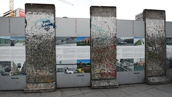 The Russian ambassador was invited to the anniversary of the fall of the Berlin Wall