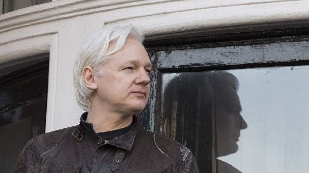 Assange supporters surround Westminster court in London