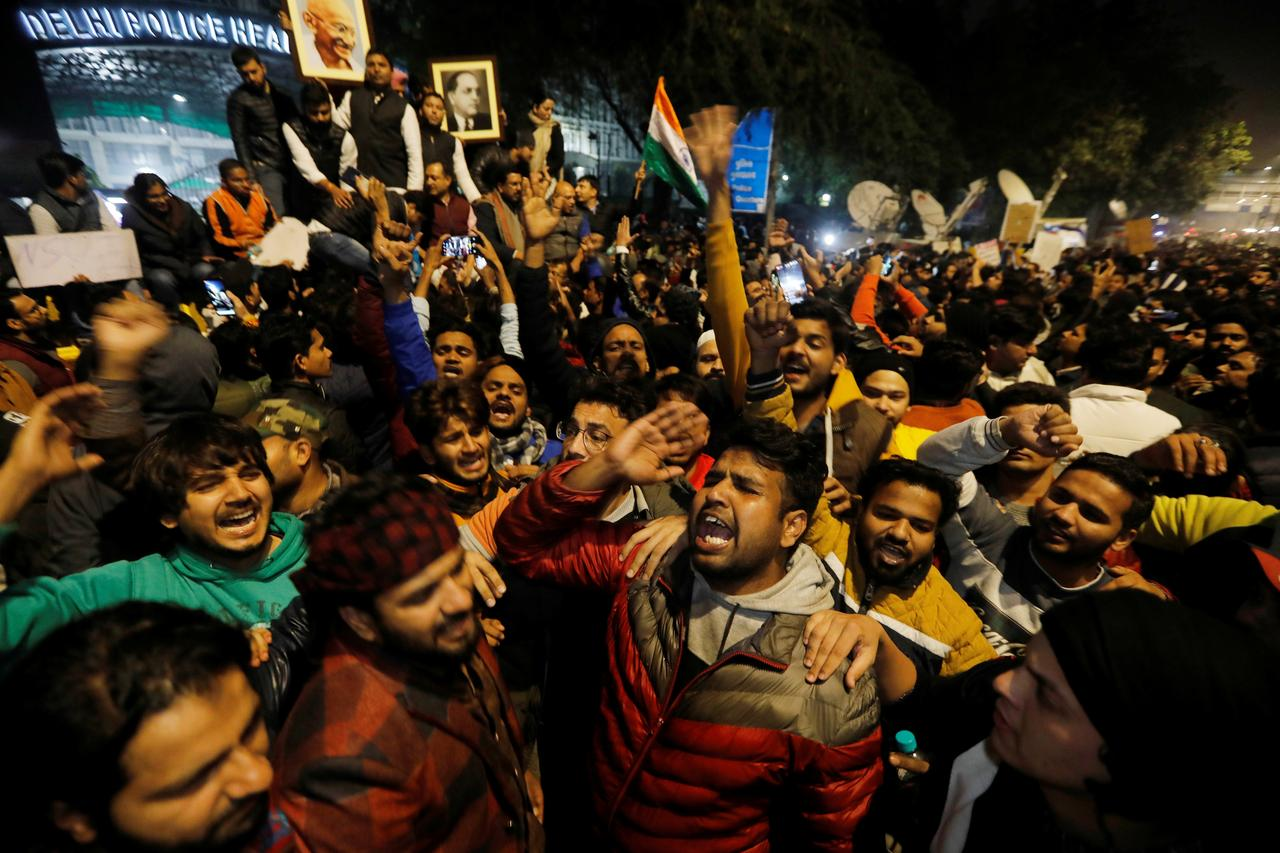 Media: opposition leaders detained during protests in New Delhi