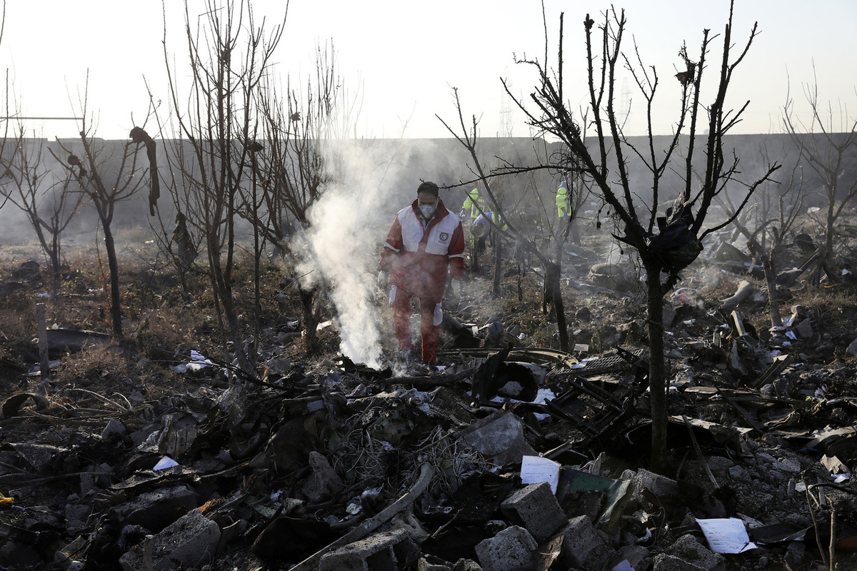 A plane crash in Tehran: Ukraine suddenly came up with three more versions
