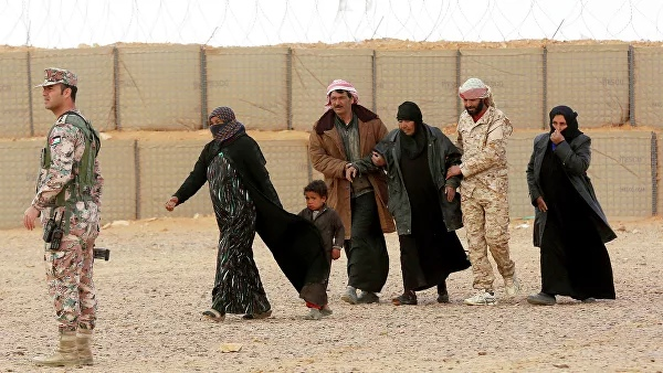 Over 800 refugees from Jordan and Lebanon returned to Syria within 24 hours