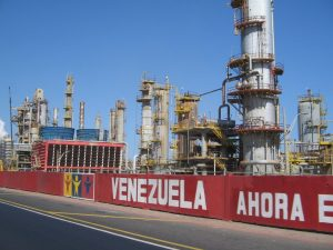 Trump threatened sanctions to those who risk buying oil in Venezuela