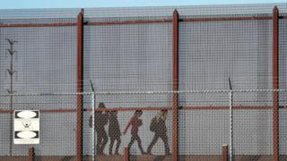 US-Mexico border: Pregnant woman from Guatemala dies after fall from wall