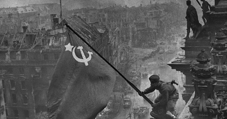Facebook removes photos with the Reichstag Victory Banner
