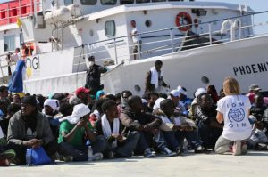 Illegals return to Italy: an unknown ship landed 400 migrants in Sicily