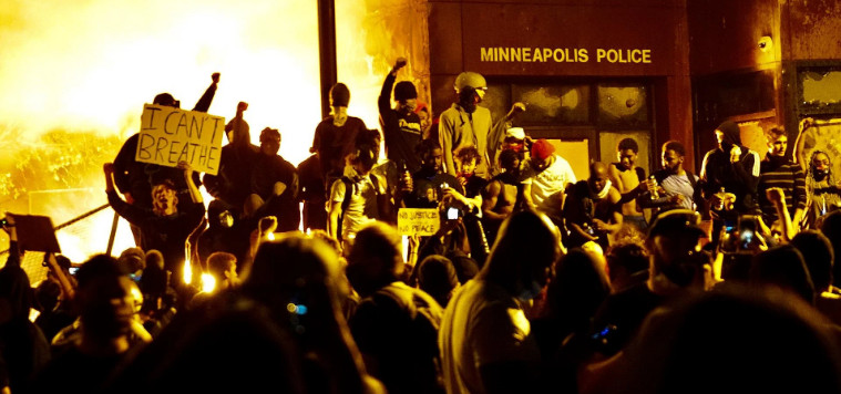US governors impose curfew due to protests