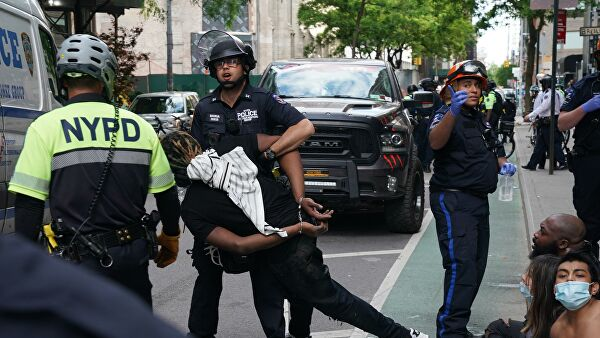 Two police officers suspended from service for using force against protesters in New York