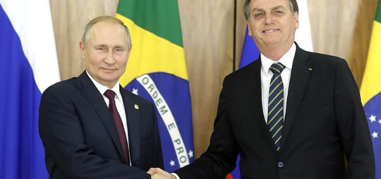 Brazilian president discusses BRICS summit and fight against COVID-19 with Putin