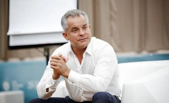 Plahotniuc personally issued instructions to Moldovan ambassadors, and envelopes with money to deputies