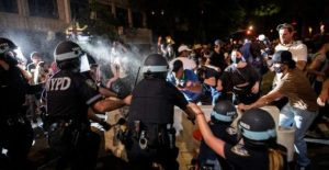 Protesters on the offensive: Seattle and Portland police stationProtesters on the offensive: Seattle and Portland police stations attackeds attacked