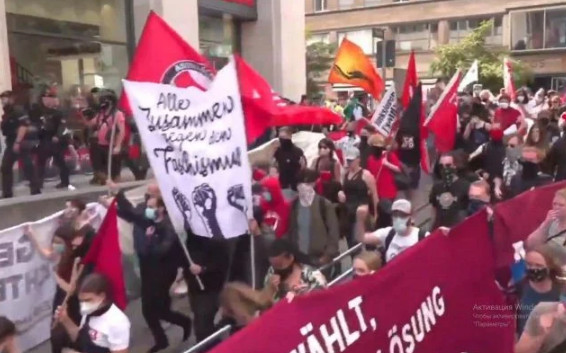 A protest was held in Stuttgart in solidarity with the police and against looting