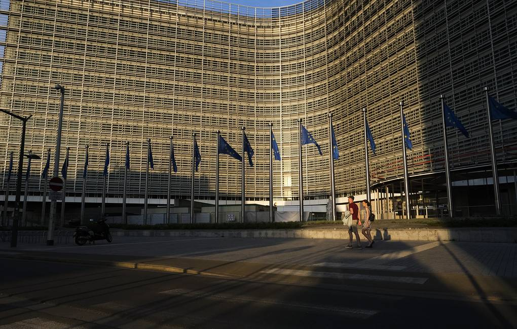 The European Commission called on all EU countries to open internal borders by June 15