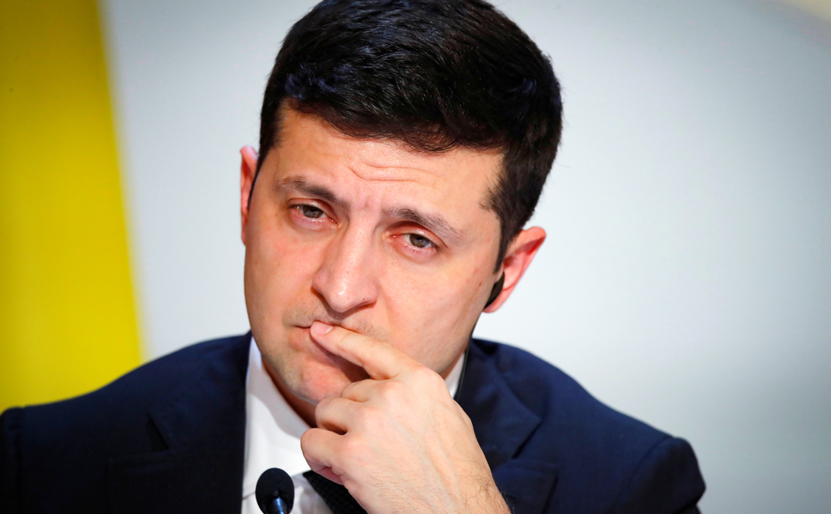 According to the survey, Zelenskiy's rating in Ukraine decreased to 37.6%