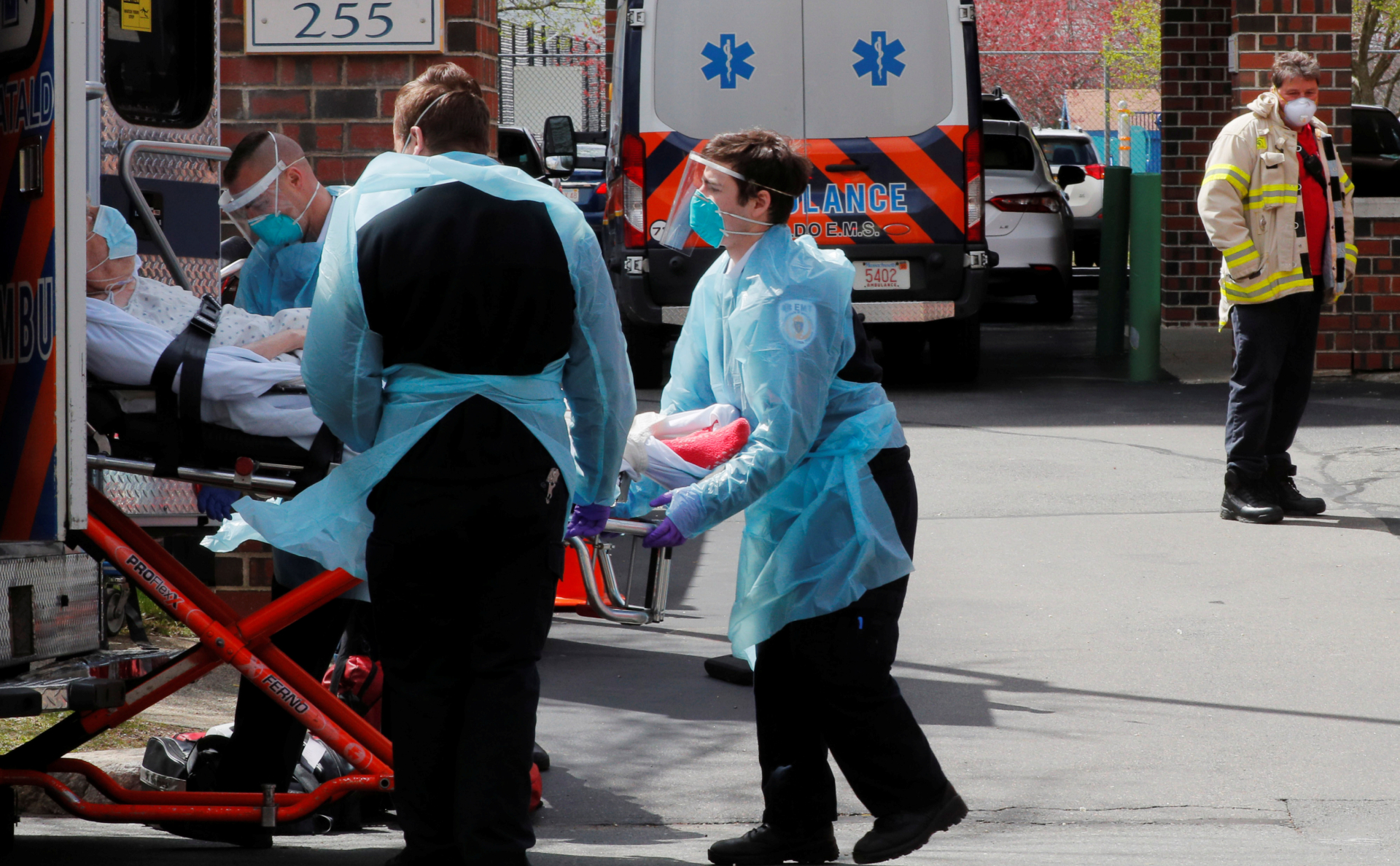 The number of US doctors killed by COVID-19 was 40% higher than official data