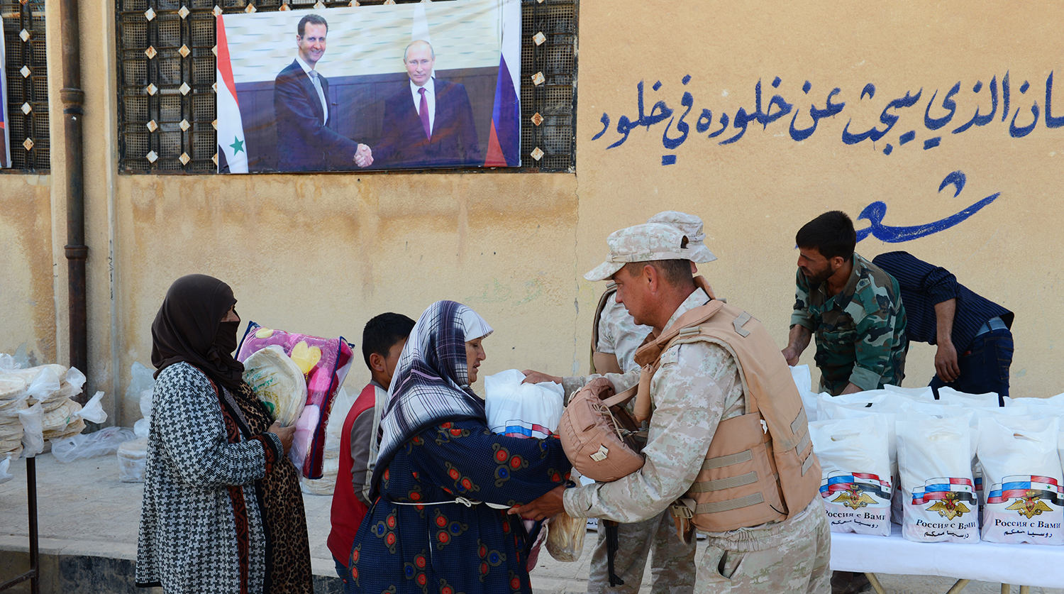 Russian military brought humanitarian aid to a Syrian village devastated by militants