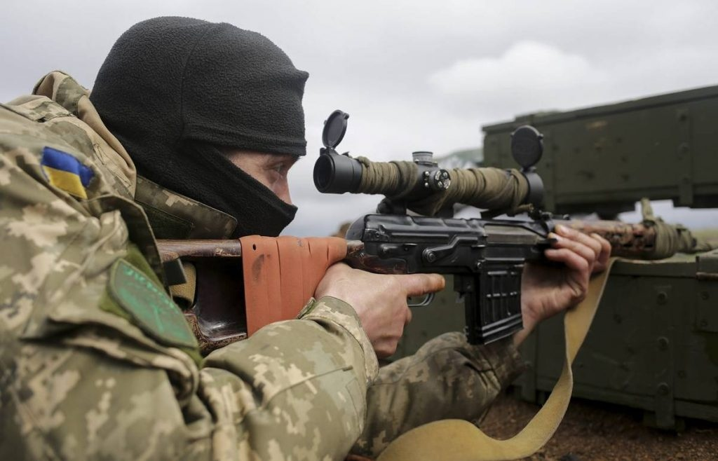 A sniper of Kiev militants tried to shoot civilians at the DPR