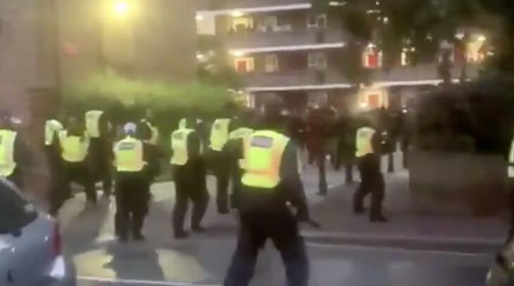 11 policemen injured in dispersal of an illegal party in London