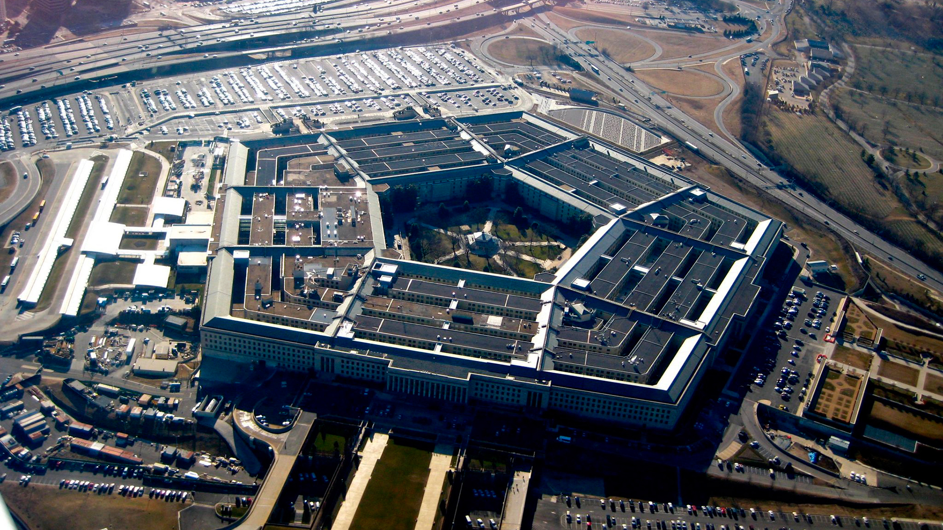 U.S. suddenly discoveres that Chinese company supplies drugs to the Pentagon