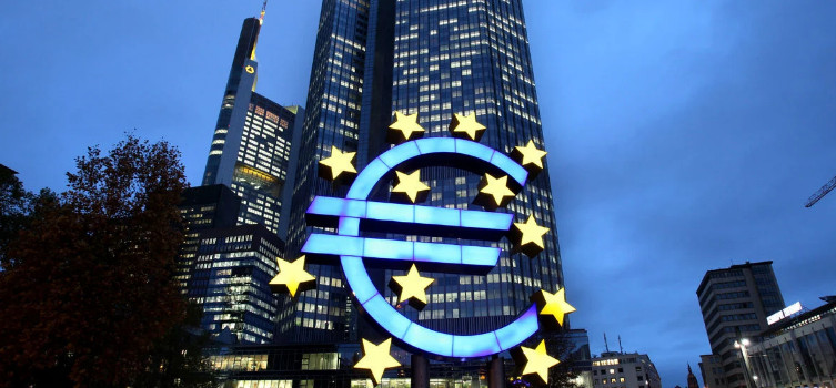 Bloomberg: Europe's banking sector could collapse under debt pressure