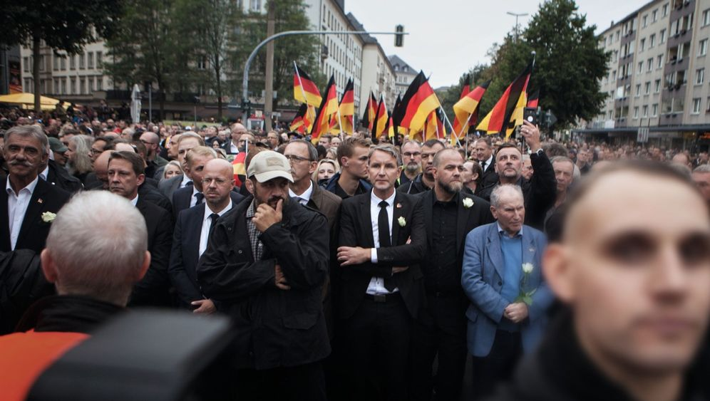 """Oppositionist's car from """"Alternative for Germany"""" party burned once again in Berlin"""