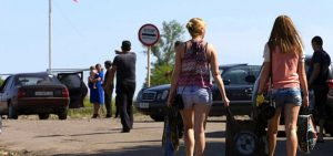 Ukrainians flee to Russia in thousands and ask for refugee status