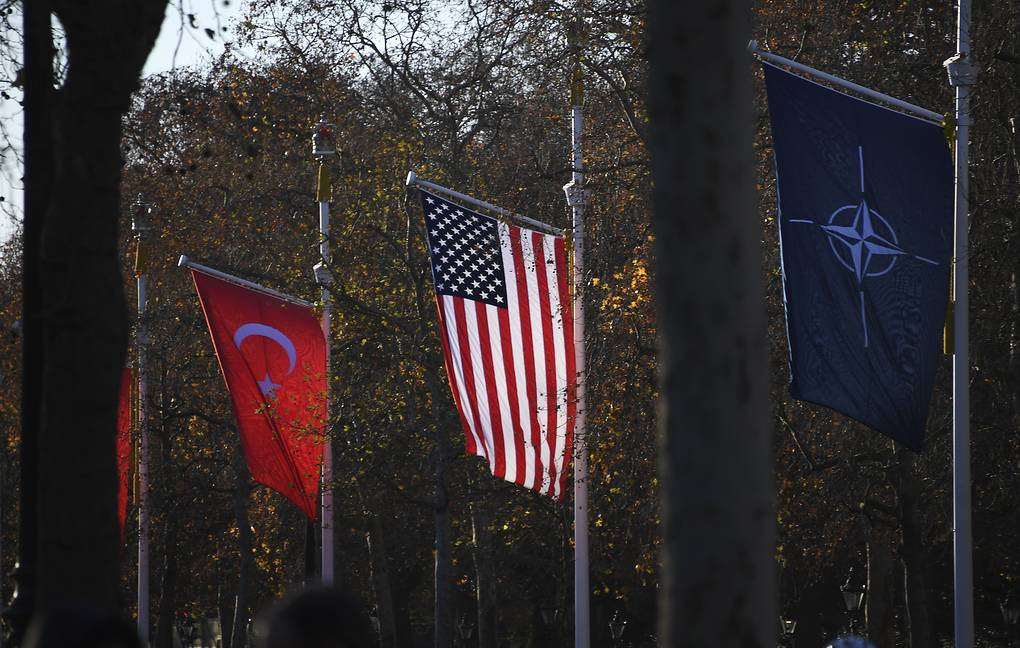 Bloomberg: Turkey wants to establish ties with the US due to disagreements with Russia