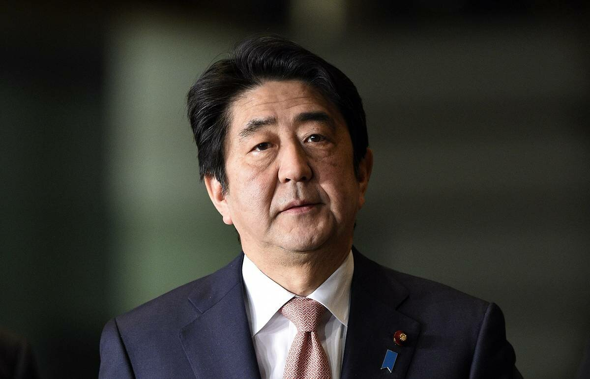 Shinzo Abe has expressed remorse in parliament over his political fund scandal