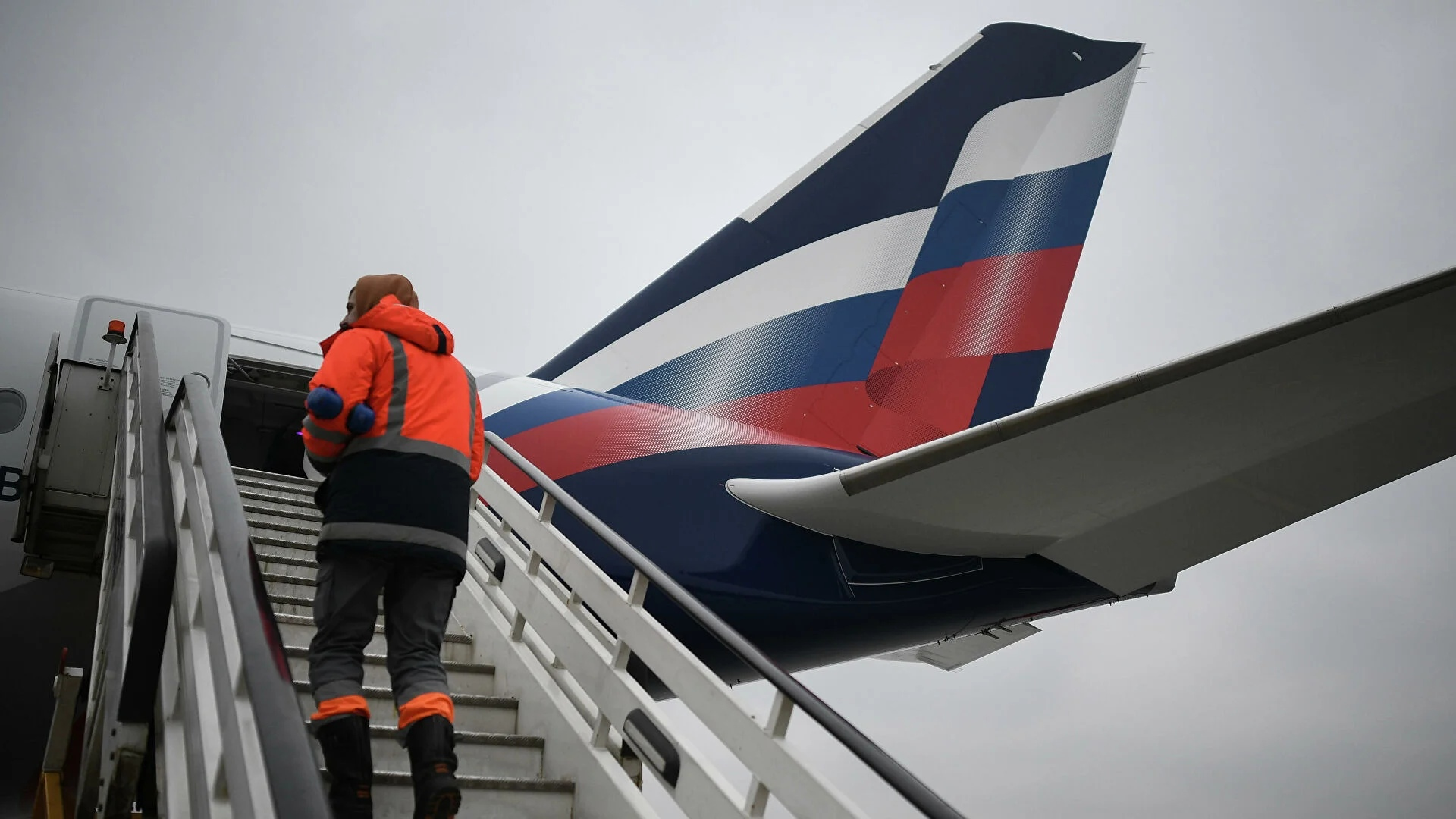 """A plane from Moscow was delayed in New York after being reported to have been """"mined"""""""