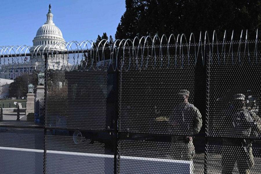 Protests in Washington: Americans oppose fence at Capitol