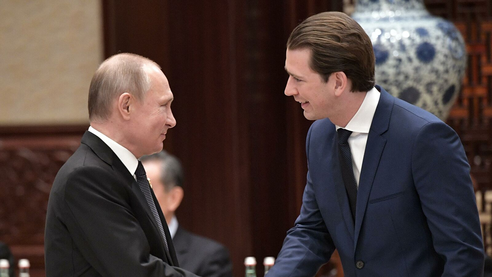 Putin discuss fight against COVID with the Austrian Chancellor