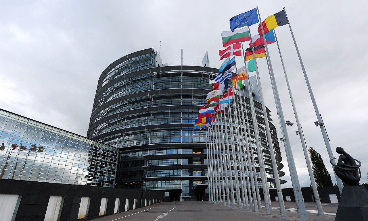 European Parliament calls for tougher sanctions against Russia