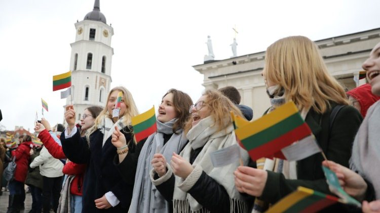 Survey results show Lithuanians do not trust NATO and support Russia