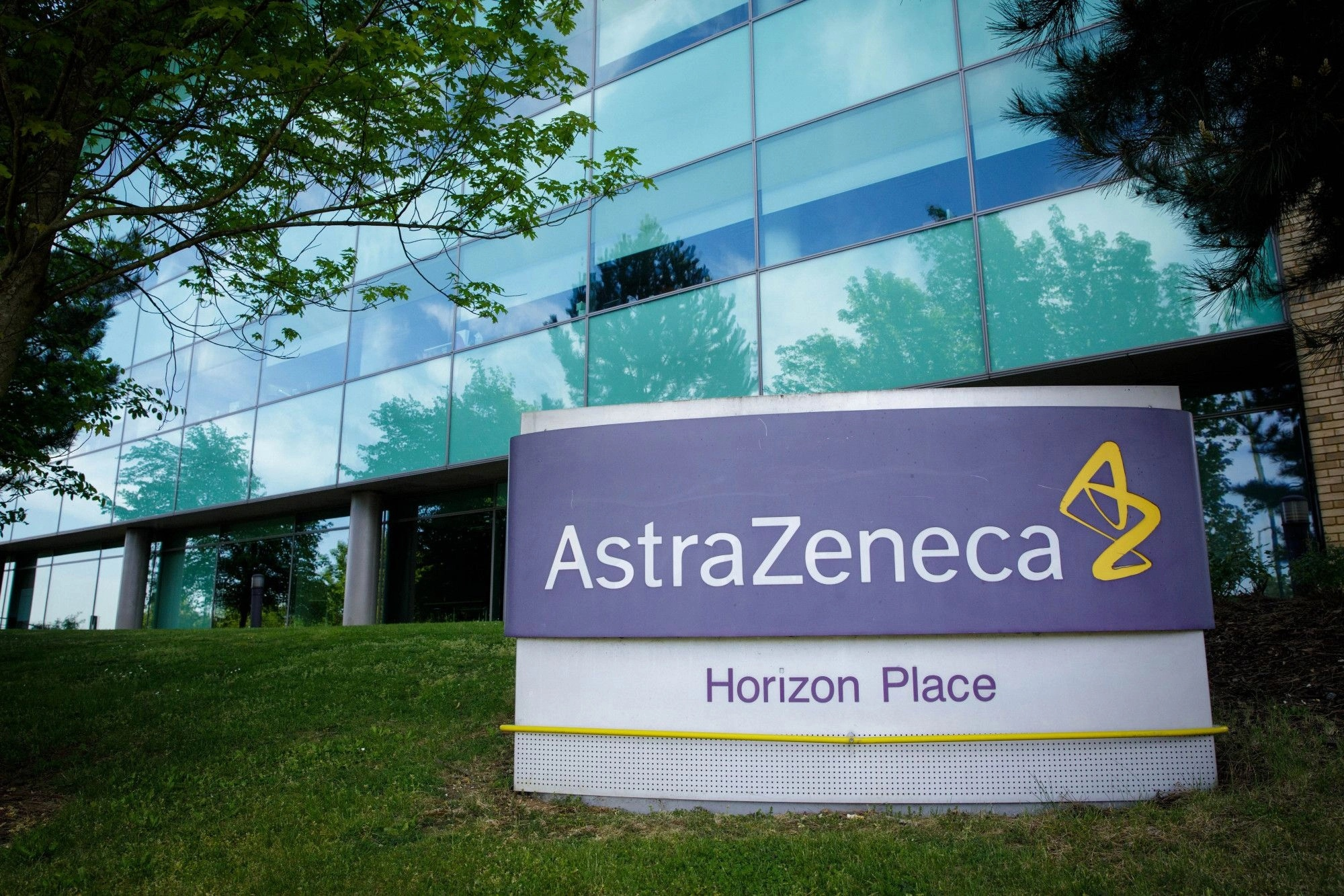 Use of AstraZeneca vaccine and its analogue cost lives of four more Frenchmen and one resident of Lviv region
