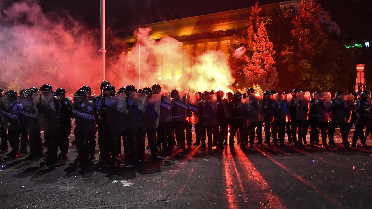 Riots occurred in Romania during removal of patients from the Foisor hospital in Bucharest